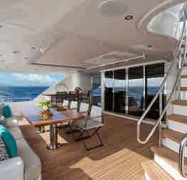 Яхта мрії Dreamboat для мінімалістського, але комфортного відпочинку