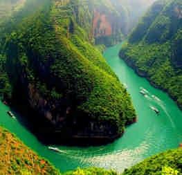 Річки в Азії чорніють. Всьому виною наш барвистий одяг